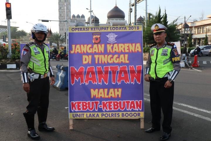 Polisi Pasang Spanduk Nyeleneh di Bogor