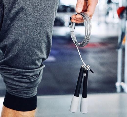 Skipping meningkatkan suplai darah dan memberi tekanan pada tulang panjang tubuh untuk memanjang. (Foto: Charlotte Karlsen/Unsplash.com)