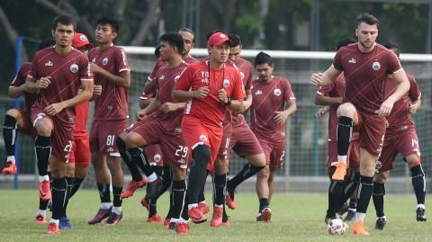 Sejumlah pesepak bola Persija Jakarta berlatih di Lapangan ABC,