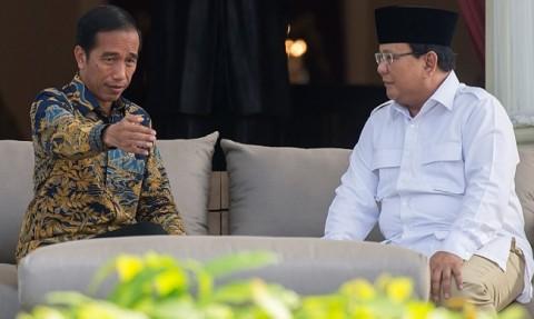 Ilustrasi--Presiden Joko Widodo berbincang dengan Ketua Umum DPP