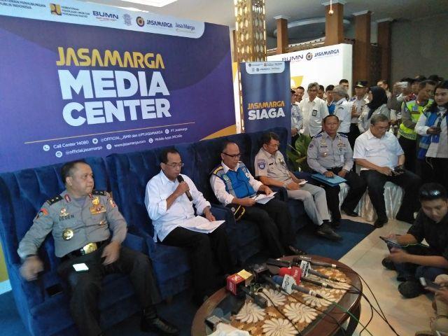 Menteri Perhubungan Budi Karya Sumadi (kedua dari kiri). Foto: Antonio/Medcom.id