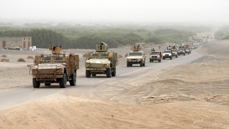 Iringan pasukan koalisi Arab Suadi untuk melakukan serangan kepada Houthi (Foto: AFP).