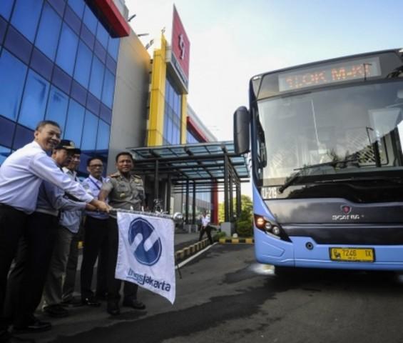 Dirut Transjakarta Budi Kaliwono saat peluncuran tambahan bus TransJakarta. Foto: Antara/Sigid Kurniawan.