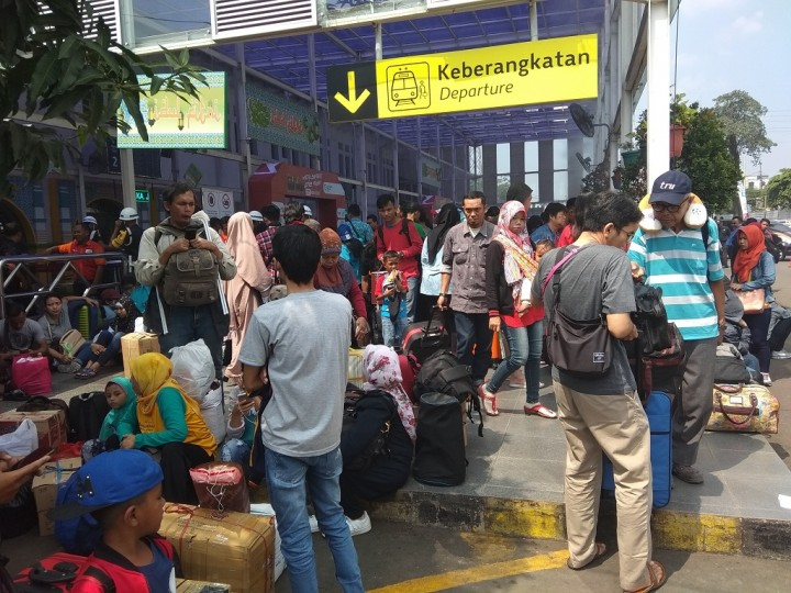 H-1 Lebaran, 25.097 Orang Mudik dari Stasiun Pasar Senen