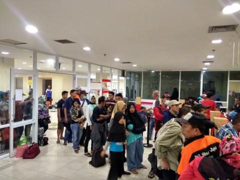 Pemudik memadati Terminal Pulo Gebang - Medcom.id/Damar Iradat.