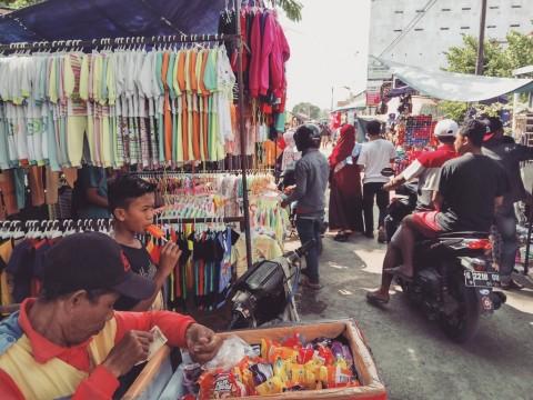 Pasar Desa Larangan saat Prepegan ramai warga. (Medcom.id