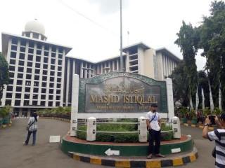 Masjid Istiqlal Disterilkan Jelang Idulfitri