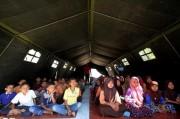 Korban Gempa Sumenep Rayakan Lebaran di Tenda Pengungsian