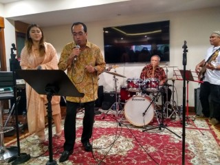 Menhub Hibur dengan Lagu Lawas saat Silaturahmi