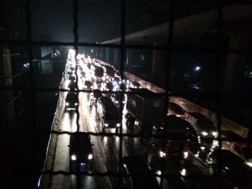 Situasi arus lalu lintas Jalan Tol Jakarta-Cikampek setelah