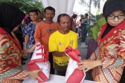 Presiden Pulang Kampung, Warga Solo Tenteng Paket Sembako