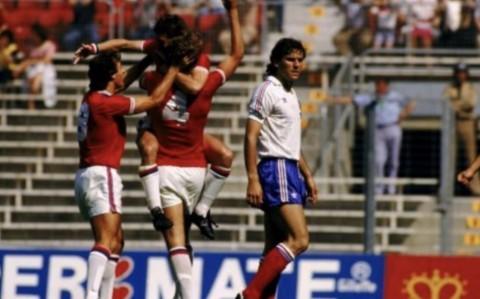 1982: Bryan Robson Bobol Gawang Prancis dalam 27 Detik