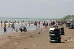 Pengunjung Keluhkan Mahalnya Biaya di Pantai Anyer
