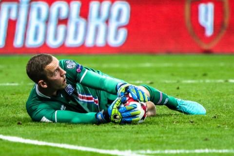 Kiper Islandia yang Gagalkan Penalti Messi Seorang Sutradara