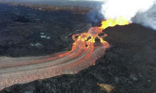 Aliran lava Gunung Kilauea yang ditangkap Survey Geologi AS.