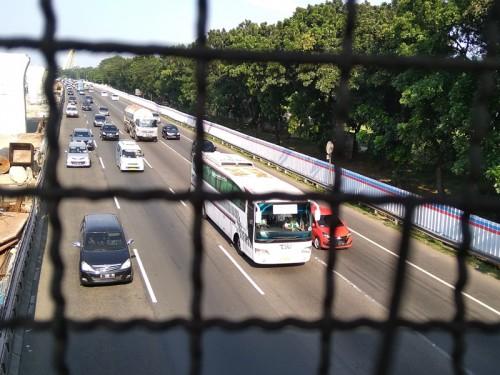 Ilustrasi: Kendaraan melintas di Jalan Tol Jakarta-Cikampek.