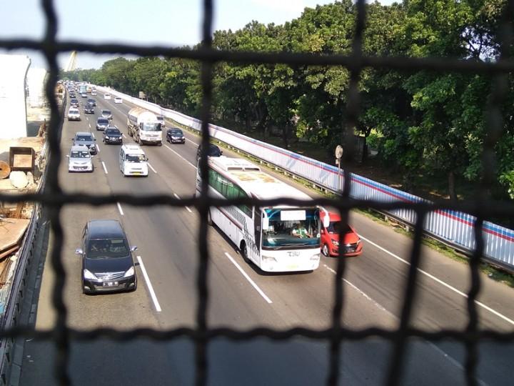 <i>Contraflow</i> Berlaku di KM 53 Tol Jakarta-Cikampek