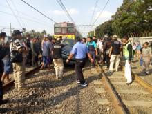 Mobil Tertabrak Sepur di Tangerang, 2 Tewas
