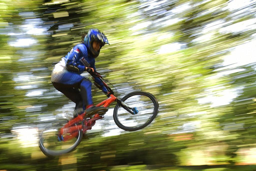 Berlatih BMX di Hutan UI Bike Park