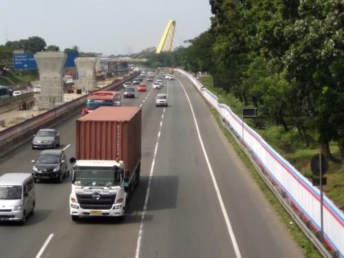 Kondisi Lalu Lintas di Jalan Tol Jakarta-Cikampek arah Jakarta