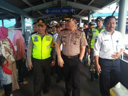Wakapolri Komjen Syafruddin di Pelabuhan Merak, Banten, Senin,