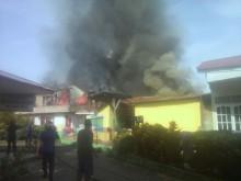 Ditinggal Mudik, Delapan Rumah di Padang Terbakar