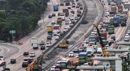 Ilustrasi lalu lintas Tol Cikampek/ANT/Risky Andrianto
