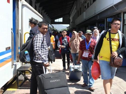 Penumpang Arus Balik di stasiun Jember, Selasa 19 Juni 2018.