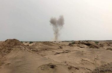 Asap dari serangan udara koalisi Arab Saudi di Hudaida, Yaman,