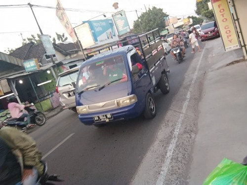 Kepadatan lalu lintas di jalur alternatif Kecamatan Berbah,