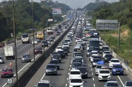 Padat Arus Balik, Tol Cikampek Diberlakukan Contraflow di KM