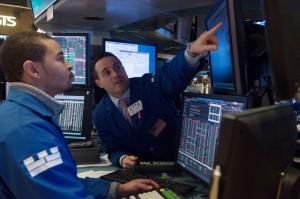 Wall Street Jatuh di Tengah Kekhawatiran Perdagangan AS-Tiongkok