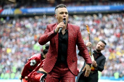 Penjelasan Robbie Williams Soal Insiden Pembukaan Piala Dunia