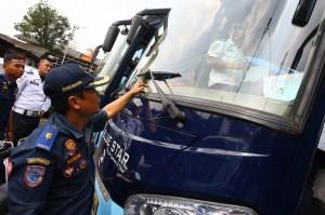 PO Bus Keluhkan Pungli Parkir Inap di Terminal Pondok Cabe