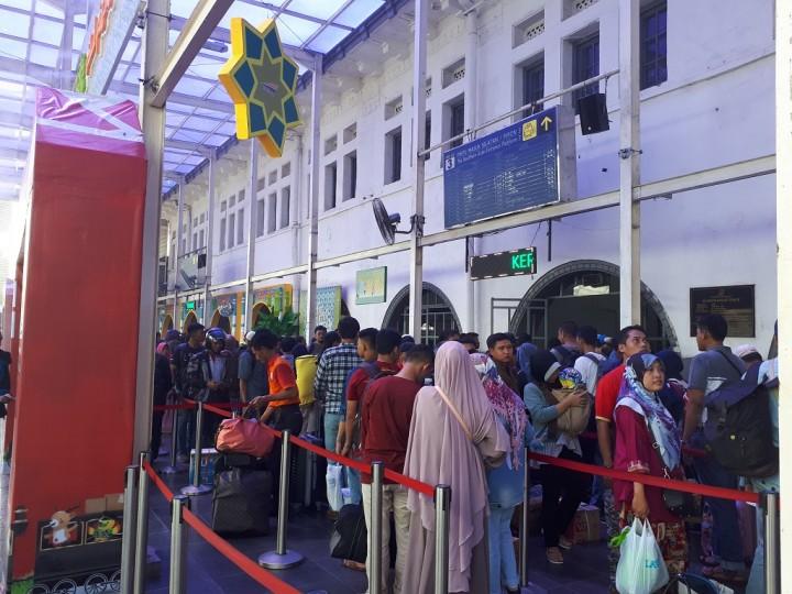 41.093 Pemudik Tiba di Jakarta Lewat Stasiun Gambir dan Senen Hari Ini