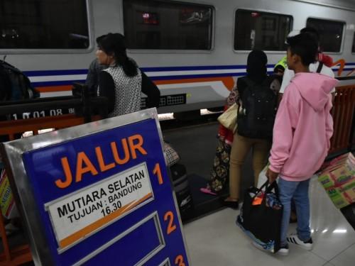 Suasana Stasiun Kota Baru Malang saat arus balik lebaran.
