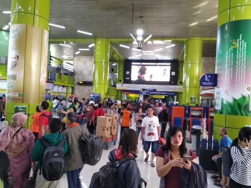 Suasana mudik di Stasiun Gambir - Medcom.id/Muhammad Al Hasan.