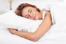 Mana Lebih Baik, Tidur Telentang atau Miring?