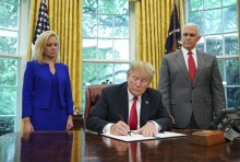 Trump Setop Kebijakan Pemisahan Keluarga Imigran