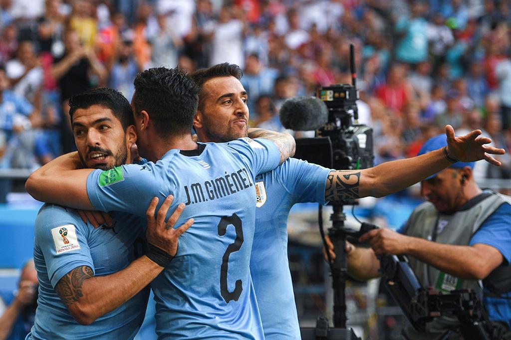 Luis Suarez Bawa Uruguay Lolos ke Babak 16 Besar