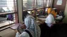 Ribuan Warga Antri Legalisir KK untuk PPDB