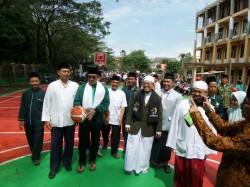 Menpora Resmikan Lapangan Basket Pondok Pesantren di Malang