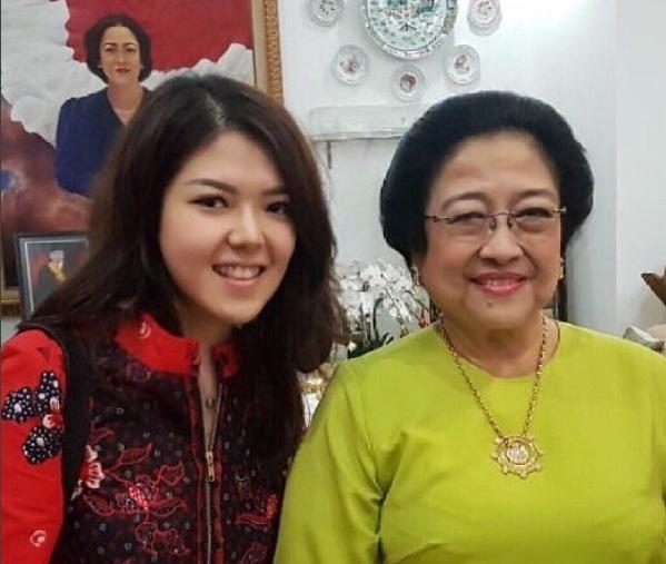 Tina Toon dan Ketum PDIP Megawati Soekarnoputri - foto: Instagram @tinatoon101