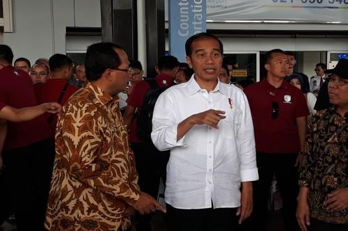 Presiden Joko Widodo meninjau proyek runway Bandara Soekarno-Hatta, Tangerang, Kamis 21 Juni 2018, Medcom.id - Hendrik