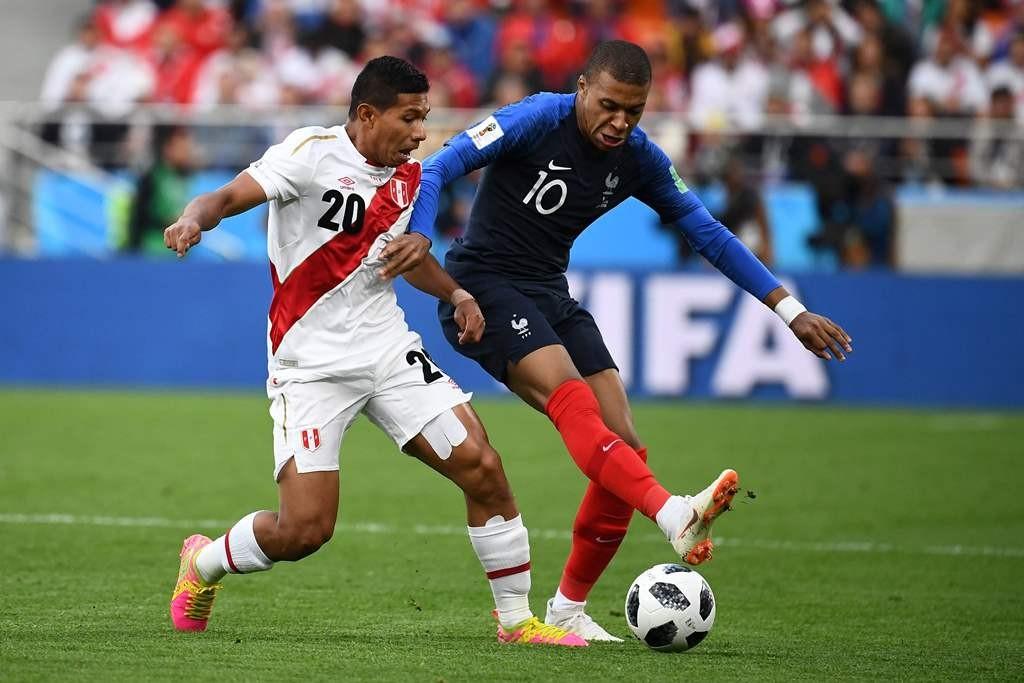 Suasana laga Prancis vs Peru. (AFP PHOTO / FRANCK FIFE)