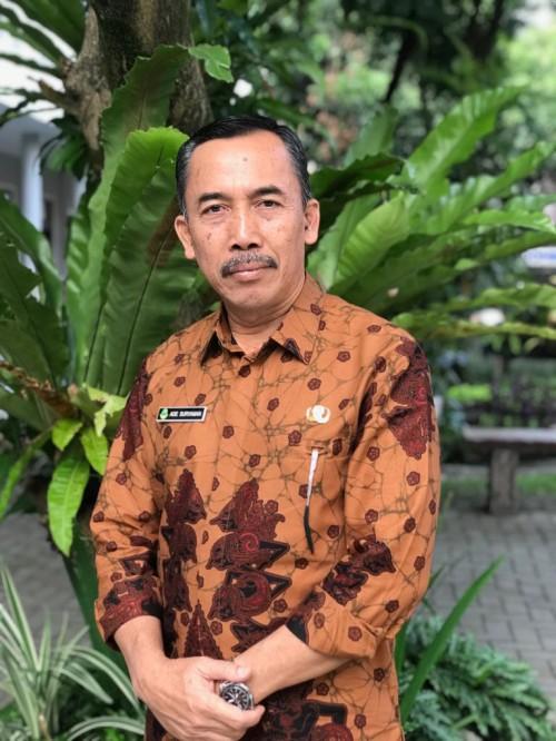 Kepala Sekolah SMA Negeri X Bandung, Ade Suryaman, Medcom.id.