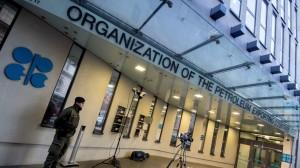 OPEC Setuju Tingkatkan Produksi Minyak