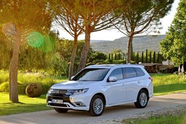 New Mitsubishi Outlander PHEV Lebih Bertenaga