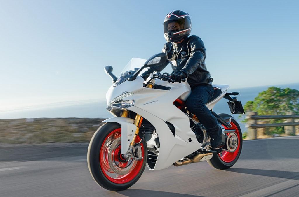 Ducati Supersport dan Supersport S berpotensi bocor selang  bensin. Ducati