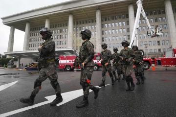 Pasukan Korsel melakukan simulasi anti-teror di Seoul, 23